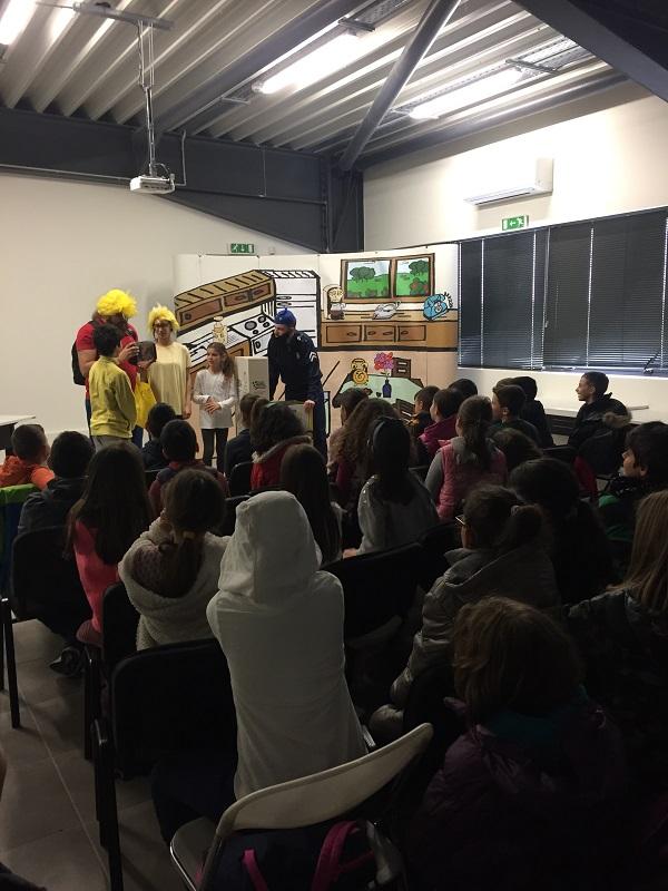 Η Φωτοκύκλωση με το 1 Δημοτικό Σχολείο Αμαρουσίου στο εργοστάσιο ανακύκλωσης λαμπτήρων